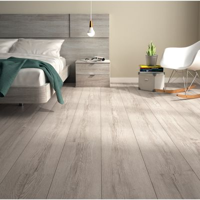 Laminato perfect immagine di pavimento in laminato rovere for Battiscopa bianco leroy merlin